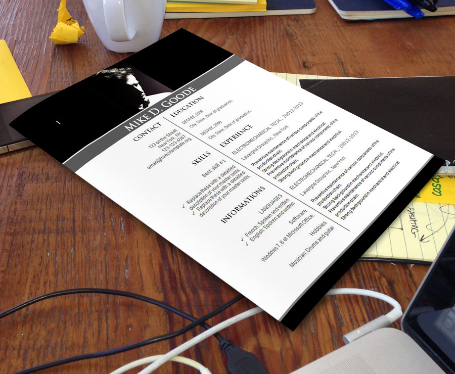 free_cv_template_711_on_desk